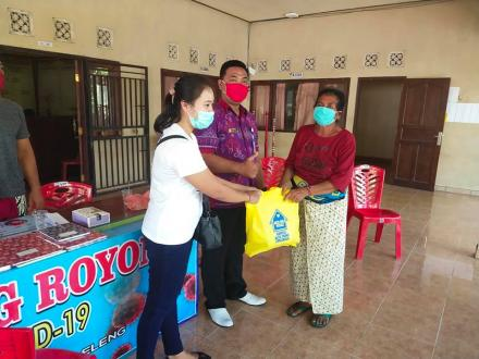 pendistribusian 25 Paket Sembako  Dari Kampus Alfa Prima Kepada lansia Desa Banjarasem