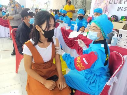 Dalam Rangka Hari Bhayangkara ke -75 Polda Bali melaksanakan Vaksinasi Massal