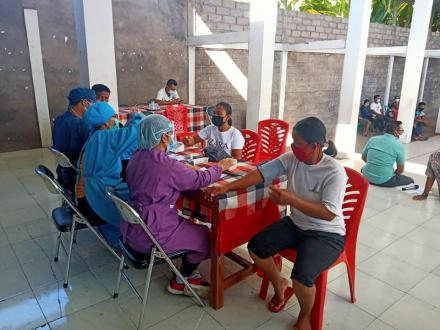 Sebanyak 129 Warga Desa Banjarasem Tervaksin Covid-19 Tahap I